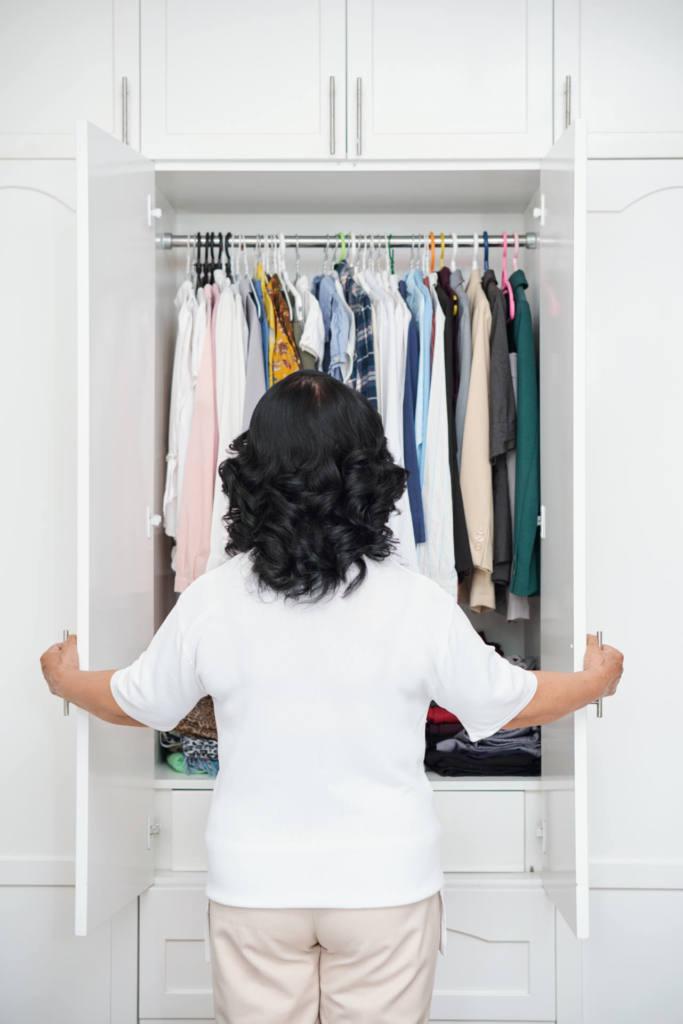 A organização do seu armário é fundamental para manter as roupas com durabilidade