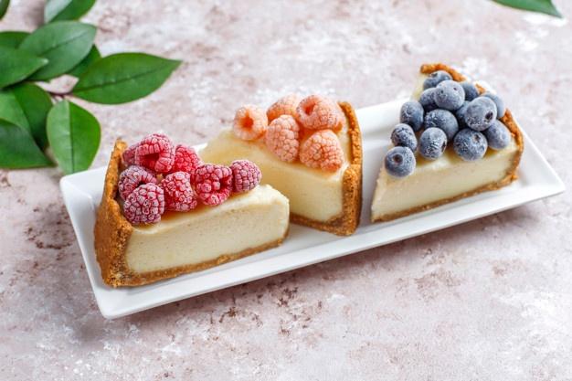 São inúmeras as possibilidades de receitas feitas com frutas congeladas. Foto: Freepik