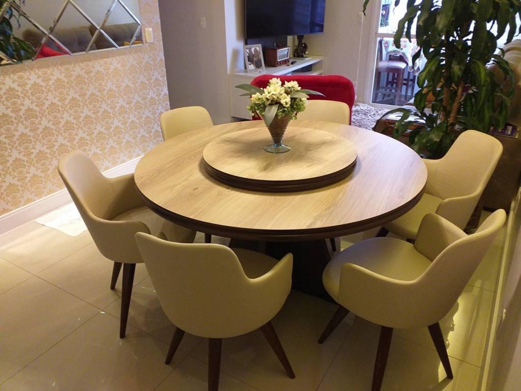 São diversas opções de mesas com centro giratório. Esse modelo da Móveis Olímpio.